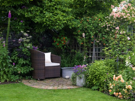 wpid11960-The-Crest-Garden-in-June-GTHC013-nicola-stocken.jpg