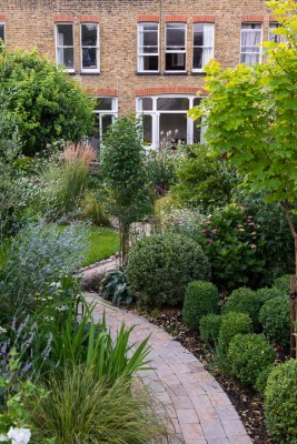 wpid12063-Woodbines-Avenue-Garden-in-August-GWDB013-nicola-stocken.jpg