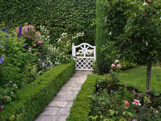 wpid9921-Up-The-Garden-Path-GELI010-nicola-stocken.jpg