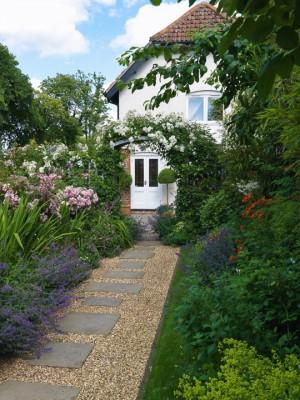 wpid9939-Up-The-Garden-Path-GLIN081-nicola-stocken.jpg