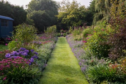 wpid9969-Up-The-Garden-Path-GWDP005-nicola-stocken.jpg