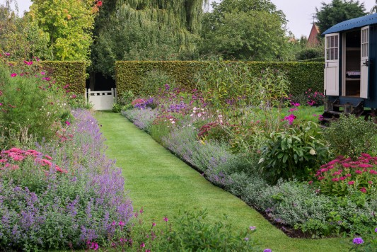 wpid9971-Up-The-Garden-Path-GWDP020-nicola-stocken.jpg