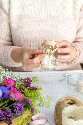 wpid12679-Posies-and-Decorative-Jars-Step-by-Step-QPOS537-nicola-stocken.jpg