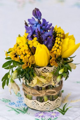 wpid12707-Posies-and-Decorative-Jars-Step-by-Step-QPOS551-nicola-stocken.jpg
