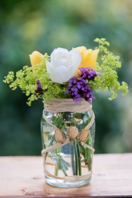 wpid12715-Posies-and-Decorative-Jars-Step-by-Step-QPOS557-nicola-stocken.jpg