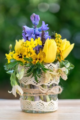 wpid12727-Posies-and-Decorative-Jars-Step-by-Step-QPOS554-nicola-stocken.jpg