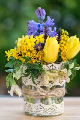 wpid12729-Posies-and-Decorative-Jars-Step-by-Step-QPOS555-nicola-stocken.jpg