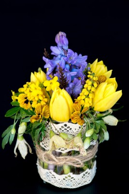 wpid12737-Posies-and-Decorative-Jars-Step-by-Step-QPOS556-nicola-stocken.jpg