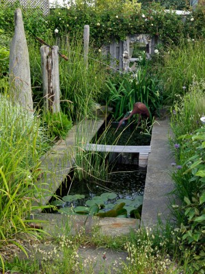 wpid13183-Water-Features-for-Gardens-GSOL046-nicola-stocken.jpg