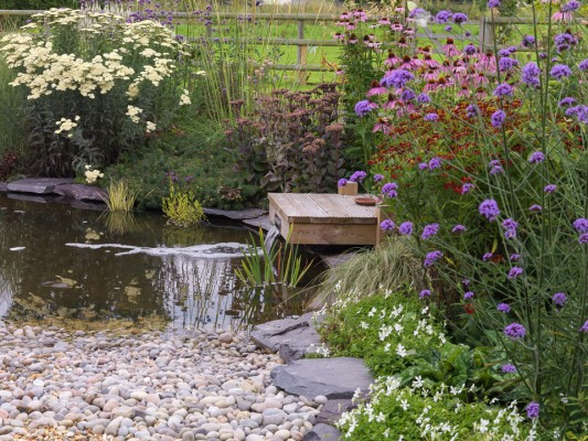 wpid13213-Water-Features-for-Gardens-GBAR009-nicola-stocken.jpg