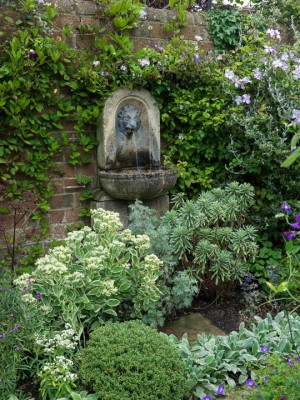 wpid13217-Water-Features-for-Gardens-GCOM031-nicola-stocken.jpg