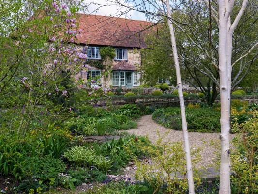wpid13491-Sandhill-Farmhouse-in-Spring-GSAN002-nicola-stocken.jpg