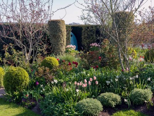 wpid13515-Sandhill-Farmhouse-in-Spring-GSAN014-nicola-stocken.jpg
