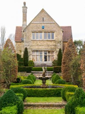 wpid14924-Manor-House-in-Winter-GMAO005-nicola-stocken.jpg