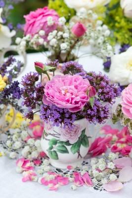 wpid16487-Combining-Roses-with-June-Perennials-QPOS315-nicola-stocken.jpg