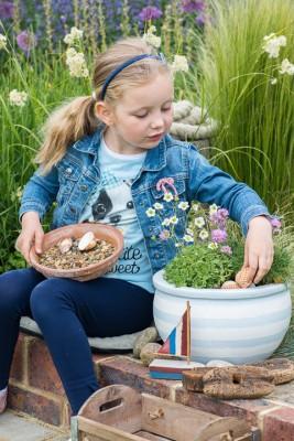 wpid17597-Childs-Seaside-Themed-Pots-QCHI122-nicola-stocken.jpg