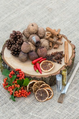 wpid17711-Christmas-Table-Decoration-QCRA197-nicola-stocken.jpg