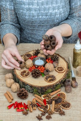 wpid17723-Christmas-Table-Decoration-QCRA204-nicola-stocken.jpg