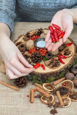 wpid17729-Christmas-Table-Decoration-QCRA207-nicola-stocken.jpg