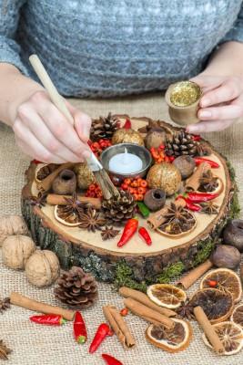 wpid17733-Christmas-Table-Decoration-QCRA209-nicola-stocken.jpg