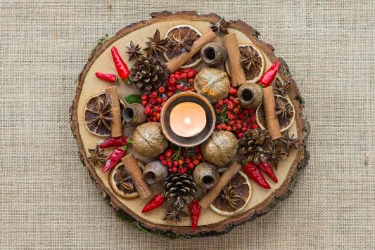 wpid17735-Christmas-Table-Decoration-QCRA210-nicola-stocken.jpg