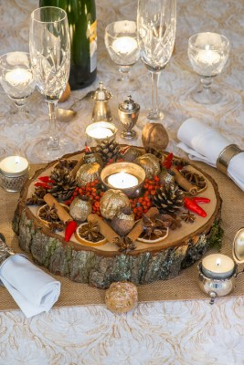 wpid17737-Christmas-Table-Decoration-QCRA211-nicola-stocken.jpg