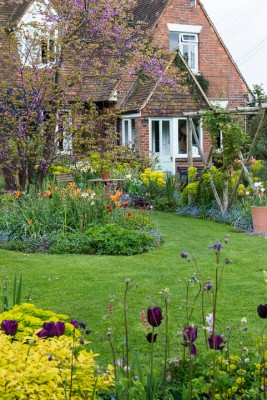 wpid18281-Brickwall-cottage-in-april-GBRI016-nicola-stocken.jpg