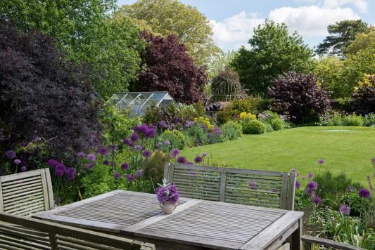 wpid18353-Family-Garden-in-May-GHST028-nicola-stocken.jpg