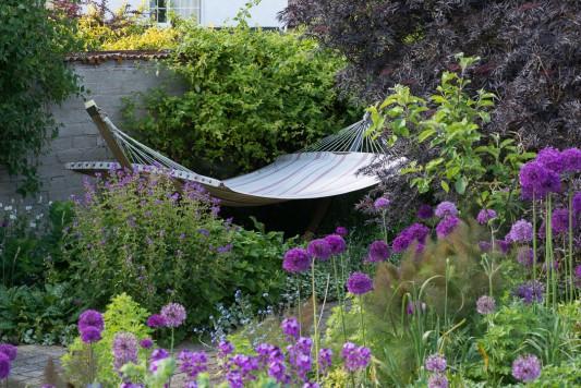 wpid18357-Family-Garden-in-May-GHST033-nicola-stocken.jpg