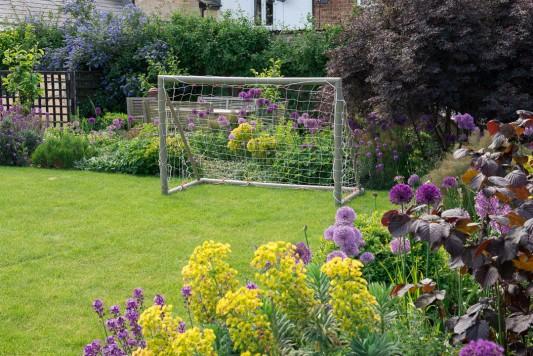 wpid18363-Family-Garden-in-May-GHST037-nicola-stocken.jpg