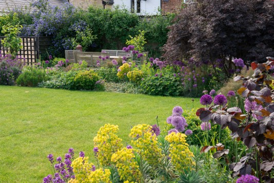 wpid18365-Family-Garden-in-May-GHST038-nicola-stocken.jpg