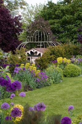 wpid18367-Family-Garden-in-May-GHST041-nicola-stocken.jpg
