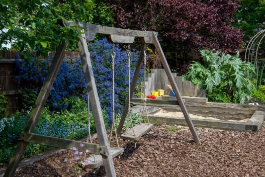 wpid18379-Family-Garden-in-May-GHST052-nicola-stocken.jpg