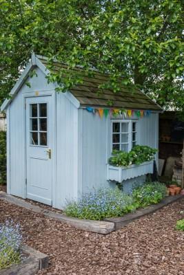 wpid18381-Family-Garden-in-May-GHST053-nicola-stocken.jpg