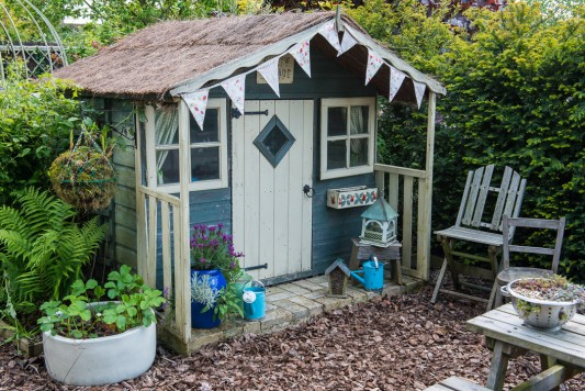 wpid18385-Family-Garden-in-May-GHST057-nicola-stocken.jpg