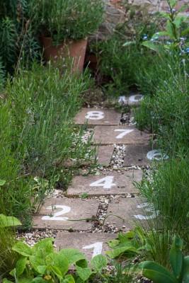 wpid18389-Family-Garden-in-May-GHST063-nicola-stocken.jpg