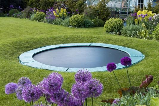 wpid18391-Family-Garden-in-May-GHST066-nicola-stocken.jpg