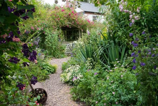 wpid18646-Midsummer-Cottage-Garden-GHGH007-nicola-stocken.jpg