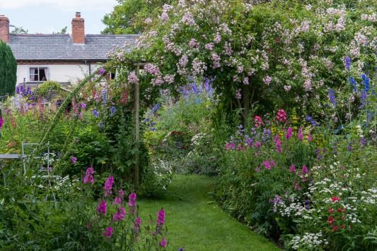 wpid18648-Midsummer-Cottage-Garden-GHGH009-nicola-stocken.jpg
