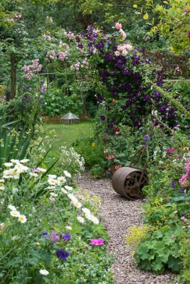 wpid18682-Midsummer-Cottage-Garden-GHGH061-nicola-stocken.jpg