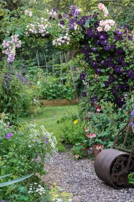 wpid18686-Midsummer-Cottage-Garden-GHGH066-nicola-stocken.jpg