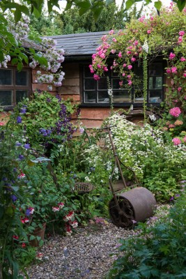 wpid18688-Midsummer-Cottage-Garden-GHGH069-nicola-stocken.jpg