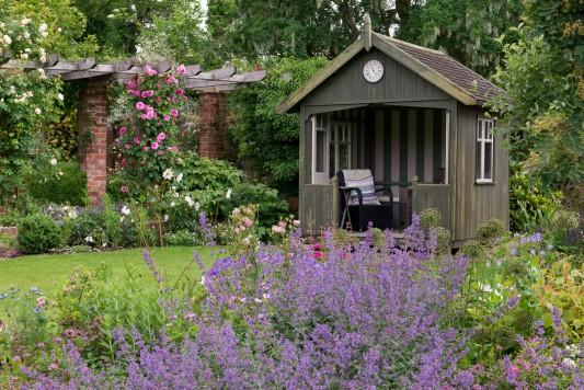 wpid19536-Village-Garden-in-June-GORH025-nicola-stocken.jpg