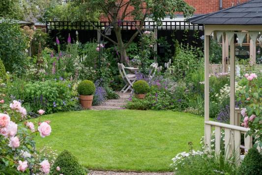 wpid20064-Elaines-Garden-in-July-GELA013-nicola-stocken.jpg