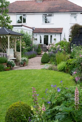 wpid20068-Elaines-Garden-in-July-GELA015-nicola-stocken.jpg
