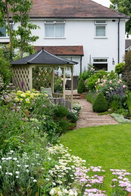 wpid20072-Elaines-Garden-in-July-GELA018-nicola-stocken.jpg