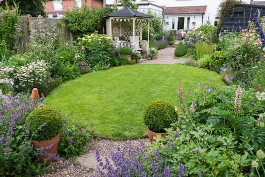 wpid20074-Elaines-Garden-in-July-GELA019-nicola-stocken.jpg