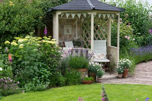 wpid20086-Elaines-Garden-in-July-GELA029-nicola-stocken.jpg