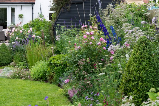 wpid20090-Elaines-Garden-in-July-GELA034-nicola-stocken.jpg