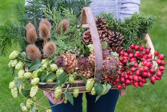 Christmas-Wreath-Step-by-Step-QCTW001-nicola-stocken.jpg